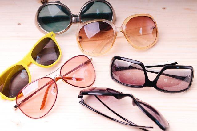 紫外線対策のたくさんのサングラスです