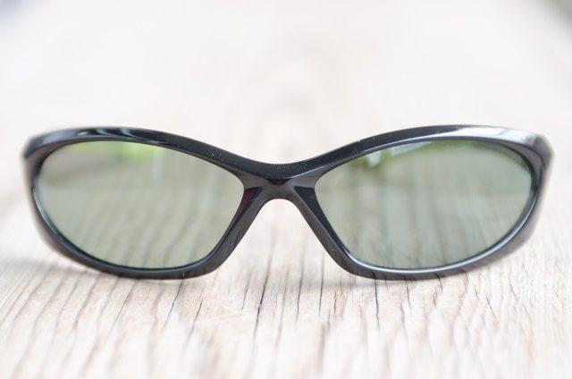 紫外線対策のグレーのサングラスです