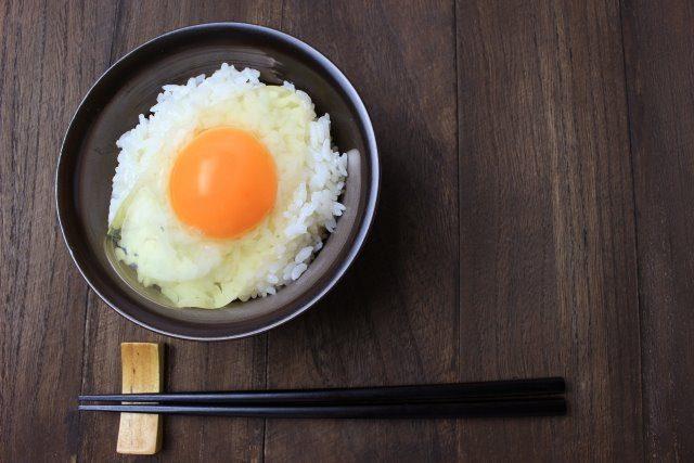 白卵と赤卵の違いを紹介します。卵掛けご飯