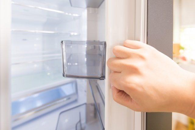 砂糖が固まるのを防止する方法を紹介します。冷蔵庫で